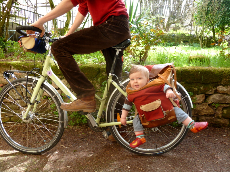 Images à Ne Jamais Reproduire à Vélo Avec Vos Enfants TiMousse - Porte bébé pour vélo